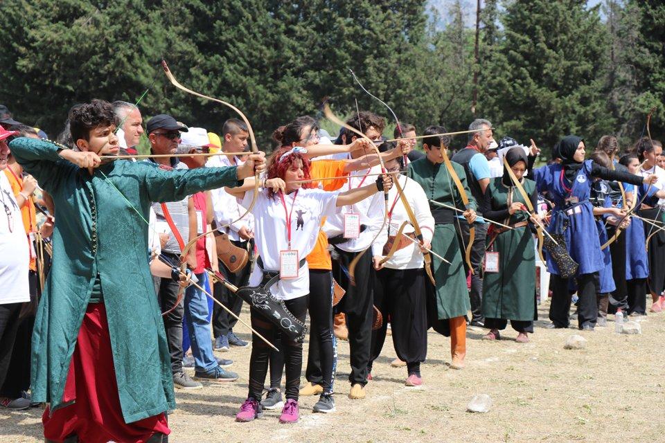 Geleneksel Türk Okçuluğu 18 Yaş Altı Gençler Türkiye Şampiyonası Pozantı'da Yapıldı