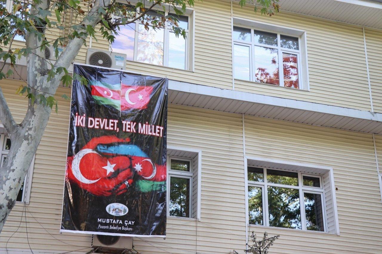 POZANTI BELEDİYESİNDEN AZERBAYCAN'A BAYRAKLI DESTEK
